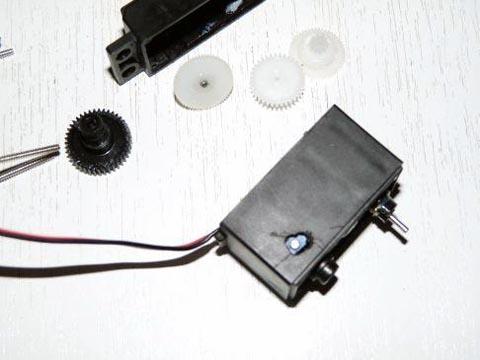 Taladro en la carcasa para acceso al ajuste del potenci%C3%B3metro - Electrogeek
