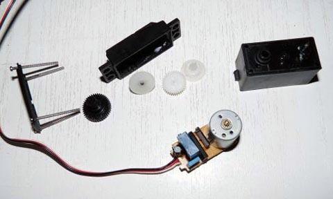 conjunto de piezas que componen el servomotor