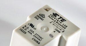 Relés de potencia para inserción en PCB