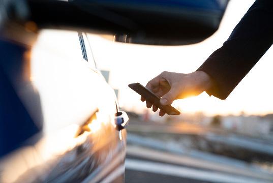 Chip de banda ultra ancha para la industria automotriz