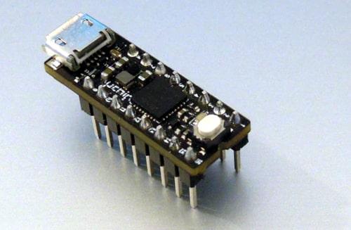 uChip Tarjeta MCU compatible con Arduino Cero en encapsulado 16-DIP